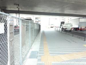徒歩線路下