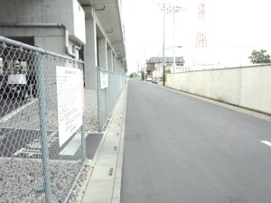 徒歩線路下2